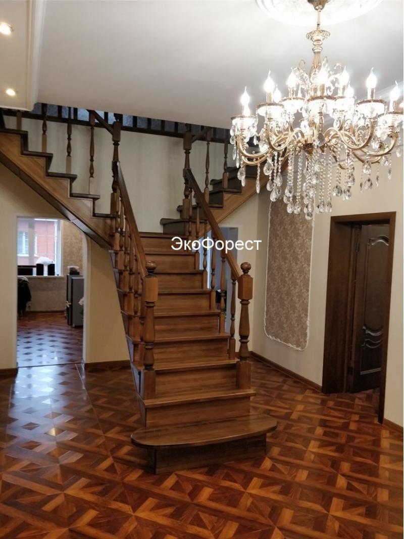 Деревянные лестницы из бука, дуба, ясеня